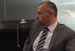 IGNORANDO LISTA TRÍPLICE: Bolsonaro anuncia Almeida Mendonça para chefiar Advocacia-Geral da União