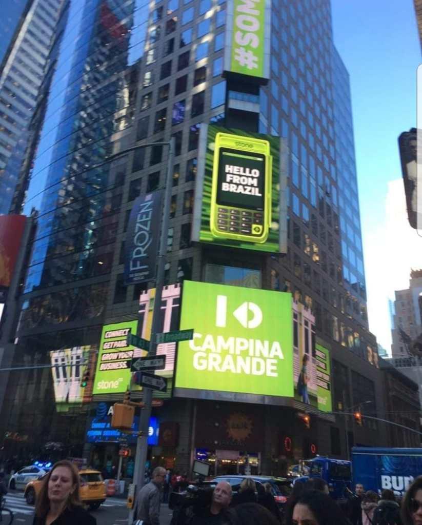 c7a2ef1b 5cf2 4d05 8d25 7450bba4e3fb 823x1024 - INTERNACIONAL: Campina Grande é destaque na Times Square