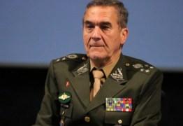 'Bolsonaro não é volta dos militares, mas há o risco de politização de quartéis', diz Villas Bôas