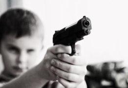 Cerca de 2,7 mil crianças morrem todos os anos nos EUA por armas de fogo