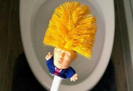 Trump vira objeto para limpar vasos sanitários e vendas disparam