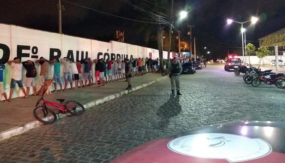 e86dc263 0c68 41d8 b0b1 d06d1e9f0d20 - Operação Cidade Segura: Polícia aborda 250 pessoas em praça e apreende drogas, armas brancas e veículos