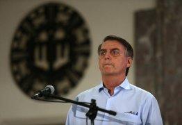 Bolsonaro encerra entrevista ao ser questionado sobre Mais Médicos