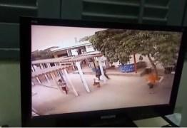 VEJA VÍDEO: câmera flagra exato momento em que homem é assassinado em escola municipal de Campina