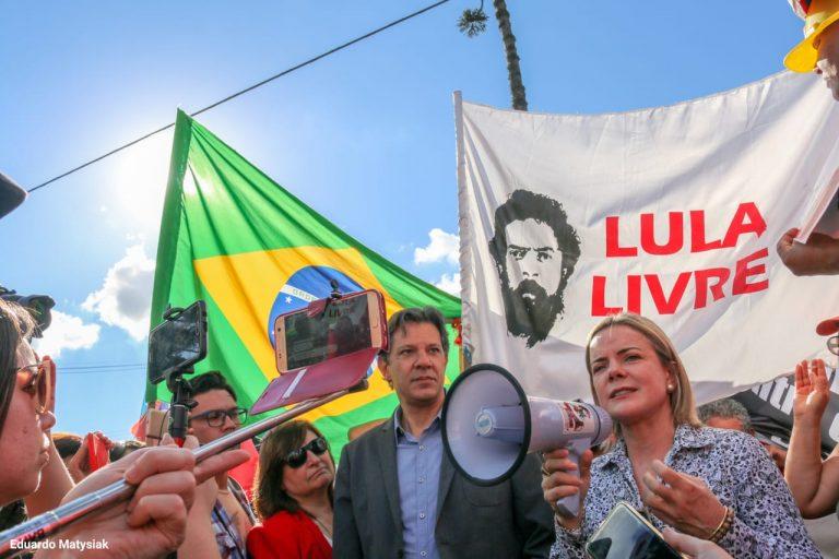 USO INDEVIDO: PT bancou 'Lula Livre' com dinheiro do fundo partidário, diz revista