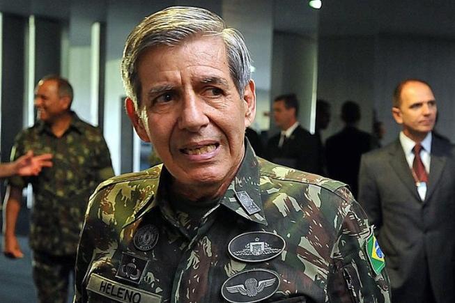 Ninguém está pensando em intervenção militar, diz general Heleno