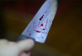 Homem mata amigo de infância a facadas e bebe sangue da vítima misturado com cachaça