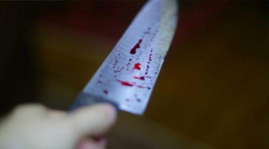 imagem ilustrativa 2 300x167 - Homem mata amigo de infância a facadas e bebe sangue da vítima misturado com cachaça