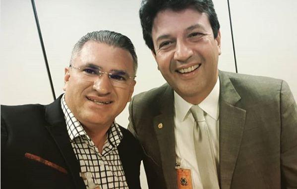 """julian lemos ortopedista luiz henrique mandetta - NINJA NA REDE – Julian Lemos destaca potencial do futuro ministro da Saúde: """"Uma unanimidade entre os médicos"""""""