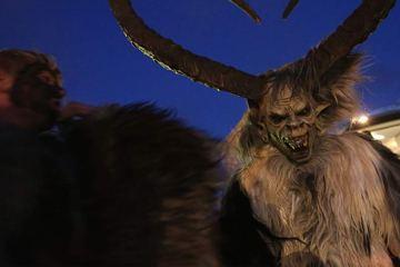 KRAMPUS: Conheça o assustador anti-papai Noel que captura criancinhas malvadas