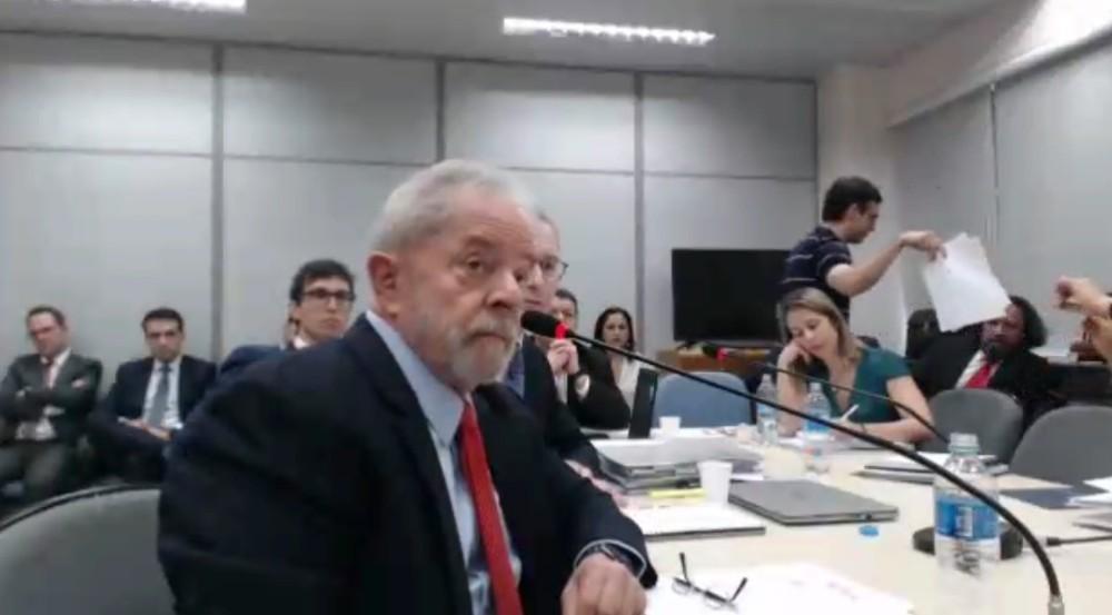 lula 1 - VEJA VÍDEO: Lula pergunta se é dono do sítio e juíza responde: 'É o senhor que tem que responder, não eu'