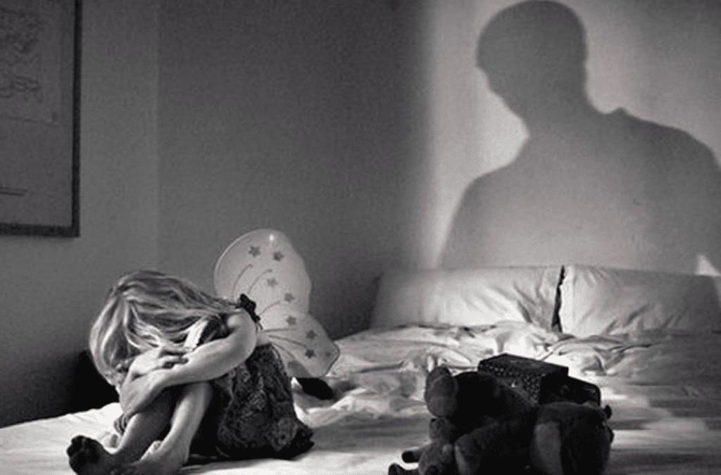 pedofilia - Padrasto abusava de enteada de 11 anos com consentimento da mãe
