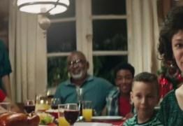 VEJA VÍDEO: Comercial onde chester é doado à família negra causa indignação na internet