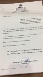3f19ae50 f44e 4ea6 8a60 007bb8fa8337 169x300 - OUÇA: Câmara de Patos rejeita títulos para Romero e Cartaxo e concede título de cidadão patoense ao radialista Abrantes Júnior