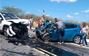 Acidente BR 230 Pombal 300x189 - IMAGENS CHOCANTES: Grave acidente no sertão paraibano deixa 4 mortos, entre eles advogado Sávio Wanderley - VEJA VÍDEO