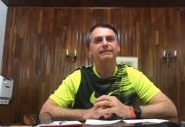 Em live no Facebook, Bolsonaro diz que ele e filho pagarão 'a conta' se houver algo de 'errado' com ex-assessor