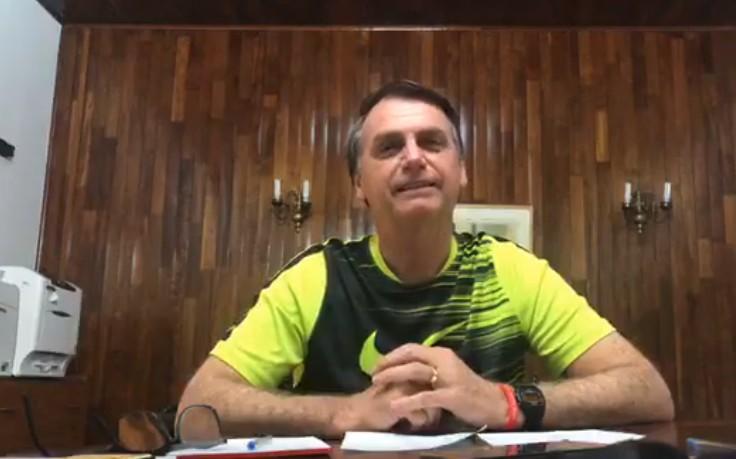 Capturar 10 - Em live no Facebook, Bolsonaro diz que ele e filho pagarão 'a conta' se houver algo de 'errado' com ex-assessor