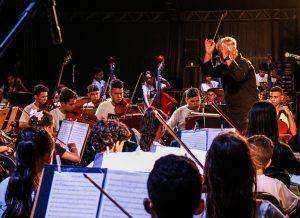 ConcertoNatal foto dayseeuzebio 13 300x218 300x218 - Orquestras da Ação Social pela Música do Brasil e OSMJP encantam público no Busto de Tamandaré