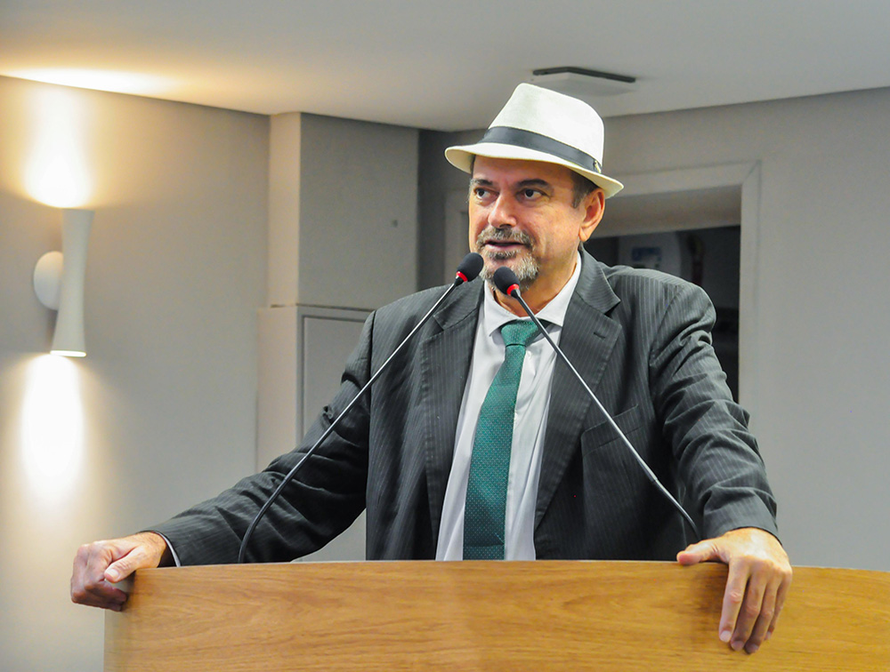 Deputado Jeová Campos anunciou o fim da fila da raditerapia do Hospital Laureano - Deputado Jeová elogia secretário de saúde de João Pessoa que ao celebrar um aditivo com o Laureano acaba com a fila da radioterapia