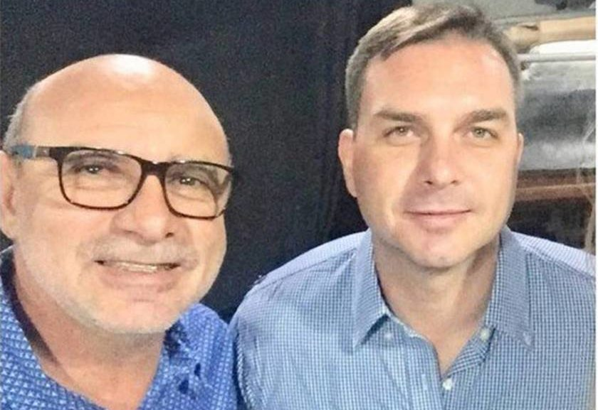 Fabrício Queiroz 840x577 - Suspeito de movimentar R$ 1,2 milhão, ex-assessor de Flávio Bolsonaro vive em casa simples no Rio