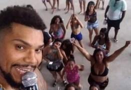 Show de Naldo quase não tem público e cantor já aceita receber cachê de R$ 5 mil