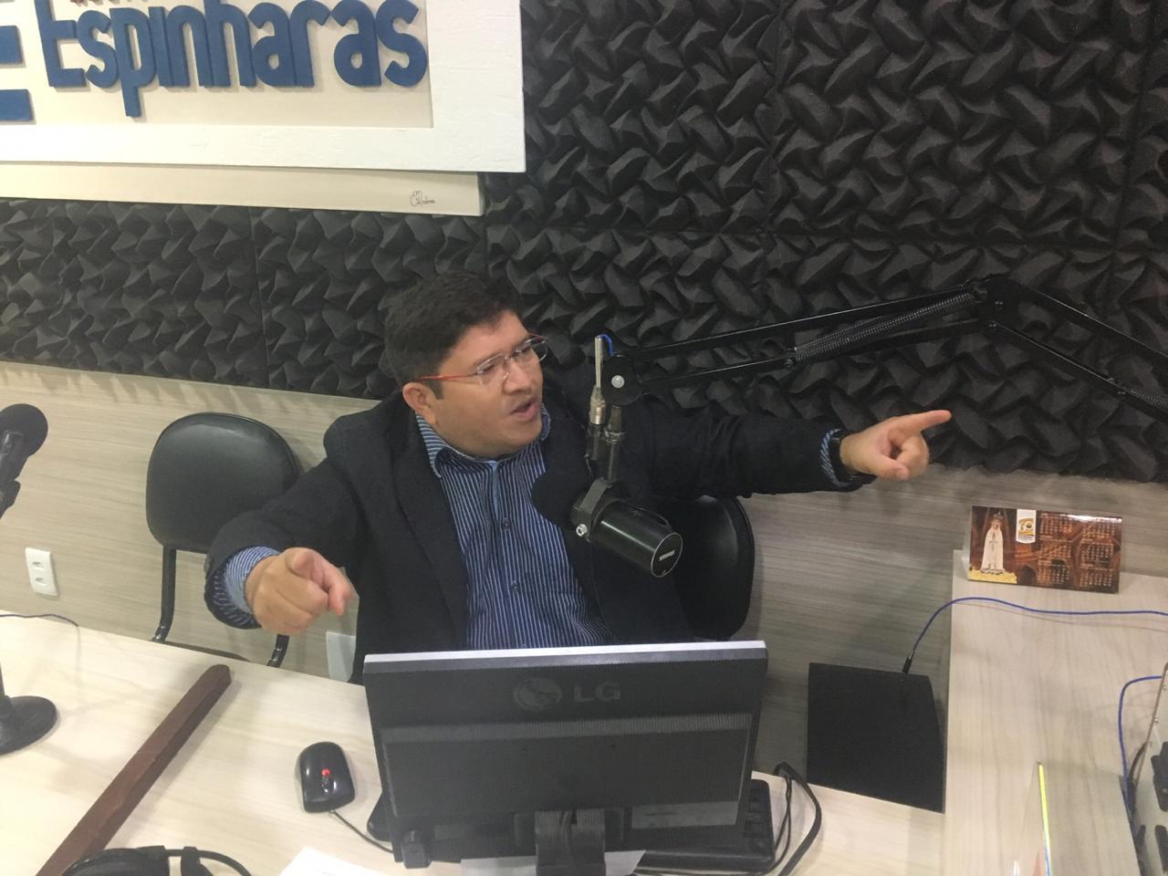 WhatsApp Image 2018 12 09 at 09.50.55 - OUÇA: Câmara de Patos rejeita títulos para Romero e Cartaxo e concede título de cidadão patoense ao radialista Abrantes Júnior