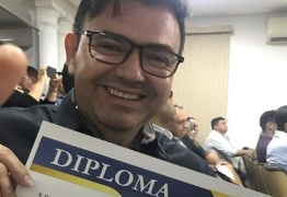 DESTAQUE PARLAMENTAR 2018: Raniery Paulino é homenageado pela 'Revista A Tribuna'