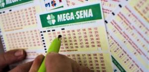 aposta mega sena 300x146 - Mega-Sena acumulada pode pagar R$ 10 milhões nesta quarta-feira