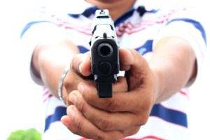 arma de fogo 300x200 - Quadrilha tenta assaltar motoristas de caminhões, trocam tiros com a Polícia e fogem em JP