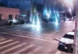 VEJA VÍDEO: Bióloga atropela jovens na saída de boate