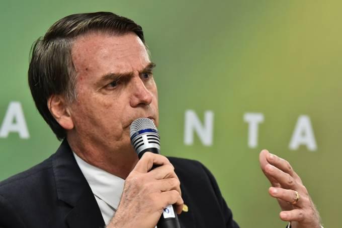 brasil bolsonaro reuniao governo transicao 20181205 009 - Governo Federal vai gastar R$ 4,5 milhões com adesivos e 'mouse pads'