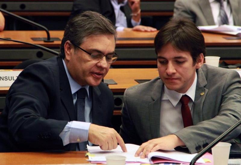 cassio e pedro cunha lima 2 1 - Crise no PSDB e na oposição desafia a liderança do ex-senador Cássio - Por Nonato Guedes