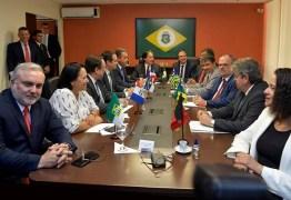 João Azevedo discute políticas de segurança pública no Fórum de Governadores em Brasília