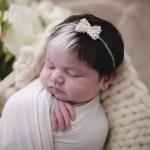 fotob4 - Bebê que nasceu com mecha branca no cabelo faz sucesso desde o parto