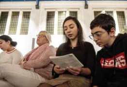 Igreja faz culto por cinco semanas sem parar para evitar deportação de família