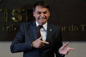jair bolsonaro 300x200 - Bolsonaro chega a Brasília para posse presidencial