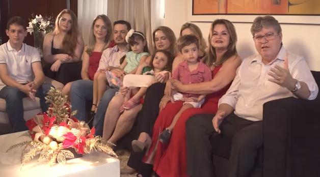 """joão azevedo e familia feliz natal 2 - VEJA VÍDEO: João Azevedo reúne família e envia mensagem de boas festas: """"Natal é acima de tudo, gratidão"""""""