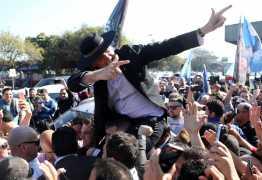 Moro pede e Bolsonaro promete decreto para liberação de arma de fogo