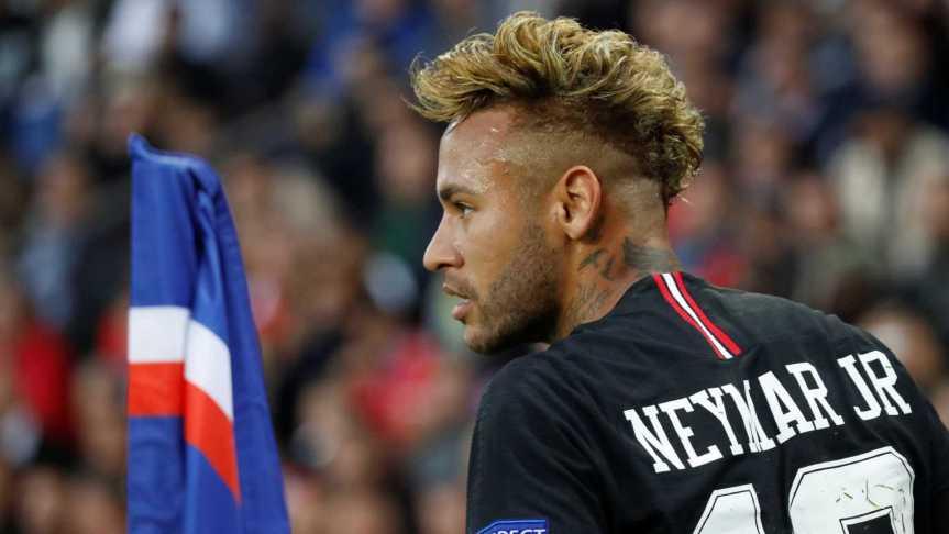naom 5bb55478a225d 300x169 - Receita Federal cobra R$ 69 milhões de Neymar