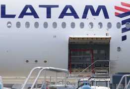 POUSO DE EMERGÊNCIA: voo da Latam tem choro, oração, porta arrombada e gritos ante de pouso; entenda