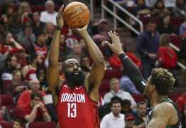 Harden faz 45 pontos e Rockets derrota Celtics em casa na NBA