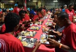 Prefeito em exercício participa de 'Jantar de Natal' com pessoas em situação de rua