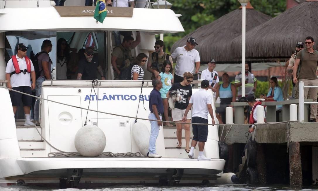 """xMichelle camisa 2 - Michele Bolsonaro usa camisa com Frase de Juíza pra Lula """"Se começar nesse tom comigo, a gente vai ter problema"""""""