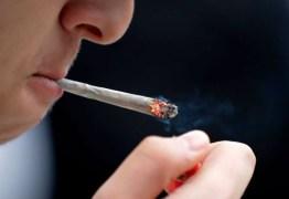 Maconha causa mutação em espermatozoides e homens devem parar de fumar 6 meses antes de terem filhos
