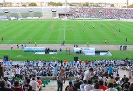 Reportagem da Folha destaca suspensão do programa Gol de Placa