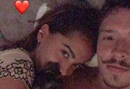 Anitta surge pela primeira vez agarradinha ao novo namorado