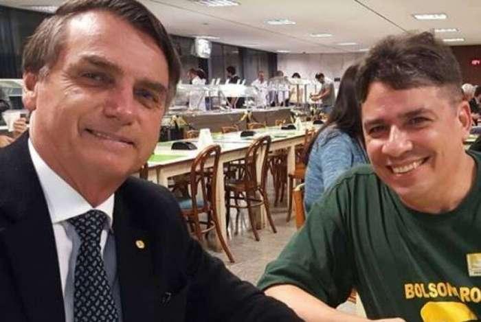 Bolsonaro e capitão victor - Promoção de amigo de Bolsonaro na Petrobrás foge dos padrões da empresa e cria polêmica
