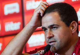 Jardine indica que São Paulo terá mudanças na defesa e meio-campo para o San-São