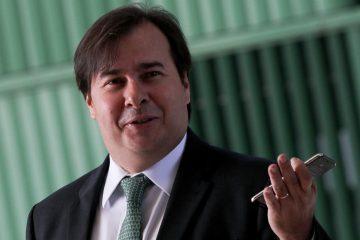 RodrigoMaia 2 3 868x644 - Rodrigo Maia barra pedido de impeachment de Mourão