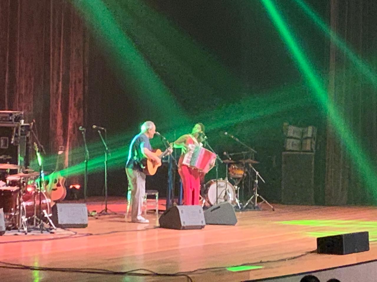 WhatsApp Image 2019 01 11 at 23.49.21 - VEJA VÍDEOS:Toquinho e Lucy Alves cantam grandes sucessos em showno Teatro Pedra do Reino